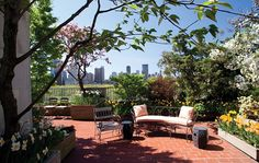 Rooftop Garden Design Ideas Adding Freshness to Your Urban Home Outdoor Retreat, Outdoor Spaces, Outdoor Living, Outdoor Decor, Planting Shrubs, Planting Flowers, Wooden Patios, Outdoor Side Table, Garden Cottage