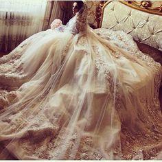 #wedding #fashionista #fashionblogger #fashionaddict #trend #trendy #cool #inspiration #lifestyle #style #nice #art #chic #glam #glamour #outfit #stylish #details #couture #hautecouture #luxury #luxurylife #dress #weddingdress #bride #fiance #whitedress