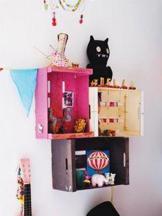 Fruit Box Shelves Childrens Room Decor, Kids Decor, Diy Home Decor, Pallet Crates, Wooden Crates, Pallets, Vintage Crates, Wooden Boxes, Girl Bedroom Designs
