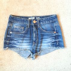 NWOT High waisted shorts Never worn! Can fit a 00-0 Hollister Shorts Jean Shorts