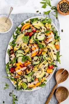 Gorgeous avocado peach tomato salad with a creamy dilly tahini dressing. This summer salad makes a refreshing lunch or easy side dish! Summer Salad Recipes, Avocado Recipes, Summer Salads, Roasted Tomato Basil Soup, Tomato Salad, Vegan Sweet Potato Burger, Healthy Coleslaw, Turkey Breakfast Sausage, Slow Cooker Black Beans