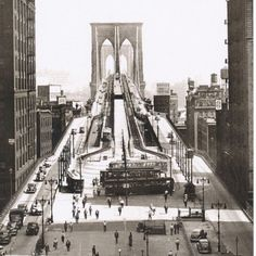 The Brooklyn Bridge (circa 1945)  #ThrowbackThursday #TheBrooklynBridge #BrooklynBridge