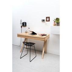 Pastoe Desk EB01 bureau. Een bureau die is aangepast aan de eisen van deze tijd! @Pastoe #bureau #design #Flinders