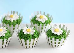 {Sunny Buttercream Daisy Cupcakes} so perfect for a Springtime party!