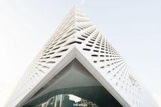 The Honeycomb-Like 'Veil' The Broad Art Museum