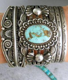 Fred-Harvey-Era-NAVAJO-Boulder-Turquoise-Applied-Repousse-ARROWS-Cuff-Bracelet