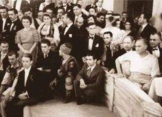 İşte O Dansın Hikayesi Atatürk'ün bu resmi son yıllarda Genelkurmay Arşivi'nden yayınlanınca internette bayağı popüler olmuştu. İşte o sansın hikayesi... Beylerbeyi Sarayı, İstanbul, 2-3 Eylül 1936...