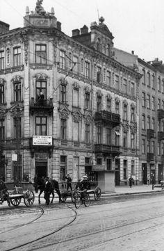 Warszawa - przedwojenna ulica Wolska Old Pictures, Old Photos, Pictures Of Beautiful Places, Poland Travel, Krakow, Black White Photos, Warsaw, Homeland, Travel Guides