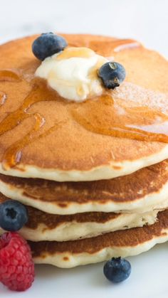 How we make the best homemade fluffy pancakes. This easy recipe makes pancakes that are light and fluffy and only calls for a few simple ingredients you probably have in your kitchen right now. Recipes snacks Easy Fluffy Pancakes from Scratch