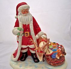 Royal Doulton Annual Santa 2016 Holiday Magic Santa Figurine HN5782 New