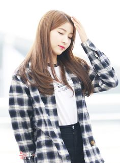 Imagem embutida Cute Wallpapers Quotes, Gfriend Sowon, Pop Songs, G Friend, Girl Group, Rapper, Most Beautiful, Singer, Kpop