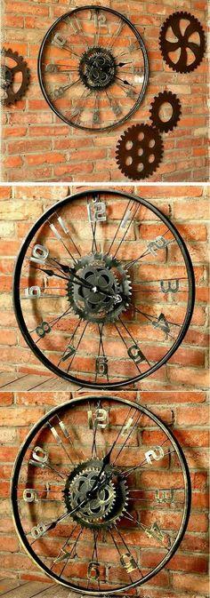 Artesanato com Reciclagem - 35 Formas de Usar Rodas de Bicicleta na Decoração Bicycle Clock, Bicycle Decor, Bicycle Rims, Old Bicycle, Bicycle Wheel, Bicycle Art, Bike Wheels, Diy Clock, Hanging Clock