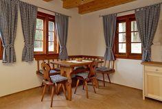 Výsledek obrázku pro závěsy na okno venkovský styl Stylus, Table, Furniture, Home Decor, Homemade Home Decor, Tables, Home Furnishings, Interior Design, Home Interiors