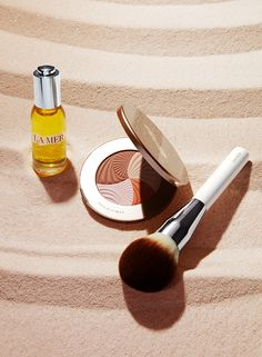 Summer where you winter. A year round glow begins with Renewal Oil and a rosegold glow from The Bronzing Powder. #SolieldelaMer