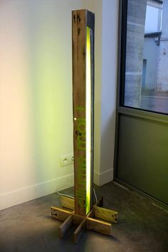 Rustic Pallet #Lamp | 101 Pallets - #101pallets