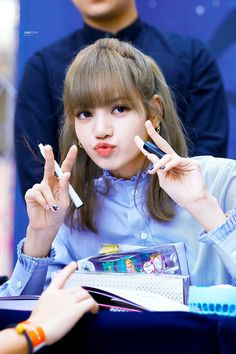 Lalisa Manoban aka the cutest girl ever 💕💞 Kpop Girl Groups, Korean Girl Groups, Kpop Girls, South Korean Girls, Jennie Blackpink, Blackpink Lisa, Lisa Blackpink Wallpaper, Black Pink Kpop, Blackpink Memes