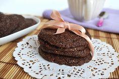 Lo ammetto: questi biscotti di crusca e cacao mi hanno decisamente stupito! Chi pensava che dei biscotti tanto salutari e dietetici potessero essere anche così golosi?? In