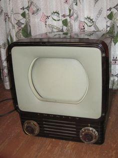 Vintage Retro CROSLEY Brown Bakelite TV Television Pick Up OR Buyer Arranges Shipping via Etsy. Radio Record Player, Record Players, Vintage Television, Television Set, Heroic Age, Tv Sets, Retro Radios, Vintage Tv, Old Tv