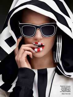 fashion–victime: Elisabeth Erm by Zee Nunes for Vogue Brazil June 2014 Foto Fashion, Fashion Art, Fashion Design, Fashion Trends, Luxury Fashion, Lauren Hutton, Black White Red, Black White Stripes, Top Models