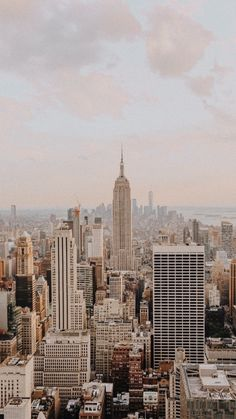 City Aesthetic, Autumn Aesthetic, Travel Aesthetic, Aesthetic Backgrounds, Aesthetic Iphone Wallpaper, Aesthetic Wallpapers, City Photography, Landscape Photography, New York Wallpaper