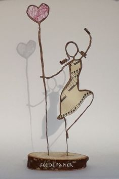 Fée de papier - I love to dance - Technique by Epistyle Welding Crafts, Wire Crafts, Diy And Crafts, Arts And Crafts, Wire Art Sculpture, Paper Mache Sculpture, Wire Sculptures, Paper Dolls, Art Dolls