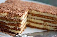 Osvojiće vas aroma kafe i hrskava tekstura ove jednostavne torte. Rich Tea Biscuits, British Biscuits, Food Cakes, Cupcake Cakes, Cupcakes, Jednostavne Torte, Marie Biscuit Cake, Marie Biscuits, Oreo Torta