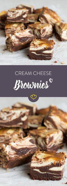 Quadratisch, schokoladig, unwiderstehlich lecker – die cremige Frischkäse-Haube… Square, chocolatey, irresistibly delicious – the creamy cream cheese topping literally tops off the little delicacies. Cream Cheese Topping, Cream Cheese Brownies, Cheesecake Brownies, Brownie Oreo, Marble Cheesecake, Homemade Cheesecake, Cheesecake Bites, Cheesecake Recipes, Brownie Recipes
