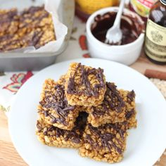Almond Butter and Pumpkin Rice Crispy Treats ~ A no-bake pumpkin dessert that is low in added sugar and high in fun fall flavor. from Living Well Kitchen @memeinge