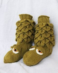 Knitting For Kids, Knitting Socks, Crochet Chart, Knit Crochet, Yarn Crafts, Diy And Crafts, Bootie Socks, Crocodile Stitch, Diy Projects To Try