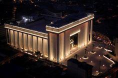 O Templo de Salomão, SP, Brasil, inaugurado em 31 de julho de 2014, o templo é a sede da Igreja Universal do Reino de Deus fundada por Edir Macedo em 9 de Julho de 1977.