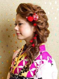 編み込みヘアダウン Graduation Hairstyles, Wedding Hairstyles, Hear Style, Yukata Kimono, Kimono Design, Hairdo Wedding, Hair Arrange, Japanese Hairstyle, Oriental Fashion