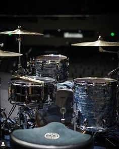 Ludwig Classic Maple Downbeat outfit in Sky Blue Pearl rounded out with a Black Beauty. Drum Instrument, Best Drums, Ludwig Drums, Pearl Drums, Drums Art, Vintage Drums, Metal Drum, How To Play Drums, Music Aesthetic