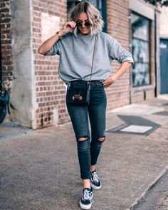 An oversized jumper on a pair of skinny jeans by ?Jeans that don& just look amazing, but support a great cau… An oversized jumper on a pair of skinny jeans by ?Jeans that don't just look amazing, but support a great cau… Style Casual, Casual Outfits, Cute Outfits, My Style, Hoodie Outfit, Look Fashion, Fashion Outfits, Womens Fashion, Looks Pinterest