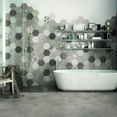 Piastrella Time Hexagone 21 x cm multicolor Condo Bathroom, Basement Bathroom, Bathroom Interior, Modern Bathroom, Small Bathroom, Master Bathroom, Bathroom Ideas, Hexagon Tiles, Leroy Merlin