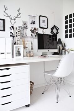 You won't mind getting work done with a home office like one of these. See these 20 inspiring photos for the best decorating and office design ideas for your home office, office furniture, home office ideas Home Office Space, Home Office Design, Home Office Decor, House Design, Office Ideas, Desk Ideas, Office Furniture, Desk Space, Office Designs