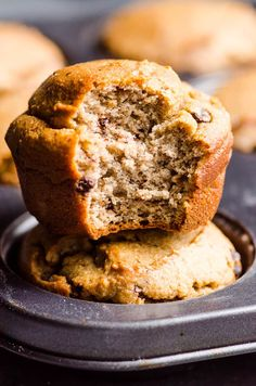 Low carb and gluten free Almond Flour Banana Muffins Recipe that is entirely sugar free, not even honey. These low carb, easy, blender almond flour muffins melt in your mouth. Kids love these almond flour banana muffins! Dessert Bars, Dessert Mousse, Keto Dessert Easy, Healthy Family Meals, Healthy Recipes, Low Carb Recipes, Healthy Snacks, Family Recipes, Free Recipes