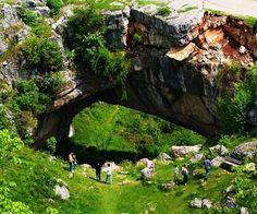 """De ce este """"Podul lui Dumnezeu"""" unicat turistic mondial"""
