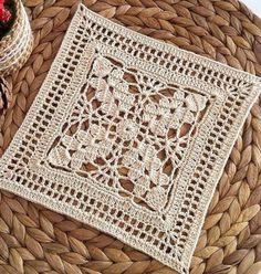 How to Crochet a Solid Granny Square Crochet Doily Diagram, Crochet Motifs, Crochet Blocks, Granny Square Crochet Pattern, Crochet Squares, Filet Crochet, Crochet Doilies, Crochet Stitch, Crochet Bedspread