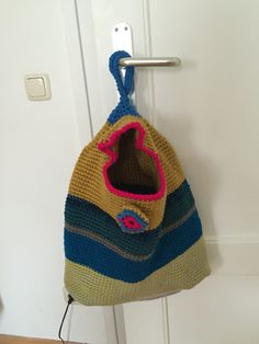Wäschesack aus Wollresten gehäkelt