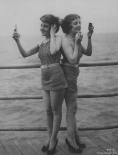 Siamese twins Violet and Daisy Hilton stand back-to-back looking in hand mirrors and powdering faces on the pier at Atlantic City, N.J., in 1946. Photo: Underwood And Underwood, Underwood And Underwood / Time & Life Pictures, Getty Images / Time & Life Pictures Creative