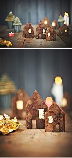 Kleine Häuschen aus Baumrinde mit goldenen Fenstern – DIY via sodapop-design.de