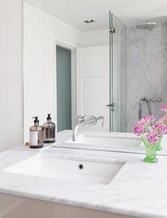 """Det har nærmest skabt et nyt hus! Classic Bathroom, Marble Countertops, Double Vanity, Faucet, Chrome, Mirror, Storage, Interior, Inspiration"