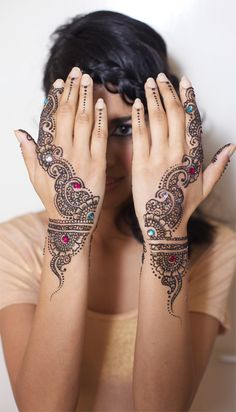 Simple henna design but definitely beautiful.