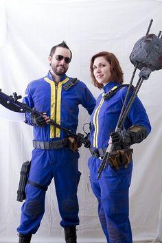 Fallout Cosplay by mondrak Group Costumes, Movie Costumes, Couple Halloween Costumes, Cosplay Costumes, Fallout Art, Fallout New Vegas, Vault Dweller, Fallout Cosplay, Vault Tec