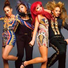 2NE1 Un grupo como cualquier otro, pero el más popular por el uso de un estilo increible!!