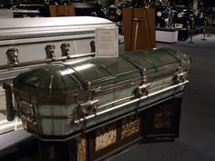 Houston Texas National Museum of Funeral History 2009 Civil War Embalming Casket Factory Lives and Deaths of the Popes Old Restored Hearses Coachs Trucks Fantasy Coffins Coach Presidential and Celebrities Artifacts