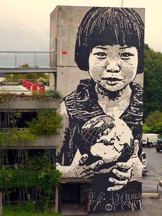 "Jef Aérosol  ""This world is your world"", CHU de Bordeaux - Groupe hospitalier Pellegrin, France (oct 2013)"