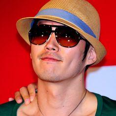 """みすずっち on Instagram: """"#janghyuk hatヒョクssiシリーズ⑥からのおはにょんです😊 麦わら〜?!😆 カッコいい〜(♡´艸`)💞 私が麦わら被ったらまぁ〜田畑が似合いそうな〜( ꒪⌓꒪) ヒョクさんはなんでもカッコ良く見える〜✨ ・ ・ ・…"""" Korean Male Actors, Jang Hyuk, Panama Hat, Instagram, Stuff To Buy, Fashion, Quotes, Moda, Fashion Styles"""