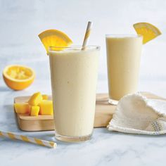 Orange Dreamsicle Smoothie Segment the orange over a bowl to catch all of those tasty juices, and add them to the blender before processing. You can buy frozen mangoes, but for the creamiest sip, start with fresh, and freeze overnight. Smoothie Fruit, Protein Smoothie Recipes, Breakfast Smoothie Recipes, Good Smoothies, Smoothie Drinks, Orange Smoothie, Nutribullet Recipes, Nutritious Smoothies, Gourmet