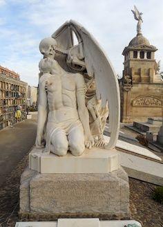 "Barcelona (Sant Martí): Cementiri de Poblenou. Sepulcre Llaudet - Solé (""El petó de la Mort"")"